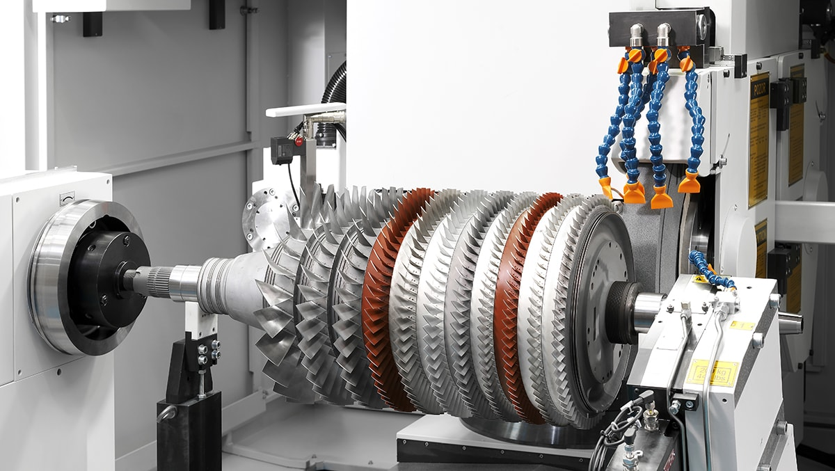 External grinding. Rotor assemblies of gas turbines are ground in either dry conditions or using emulsion systems according to customer requirements.