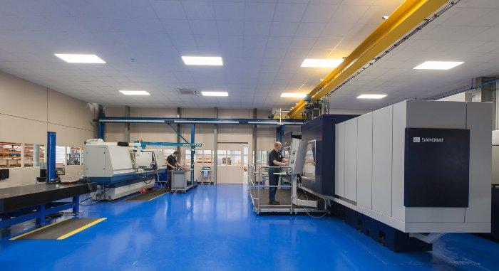 Lymington Precision Engineersen ahalmena handituta, DANOBATen lan astunetarako artezteko makinarekin