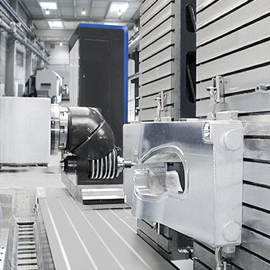 FP High precision machining of angle plate-mounted moulds SORALUCE