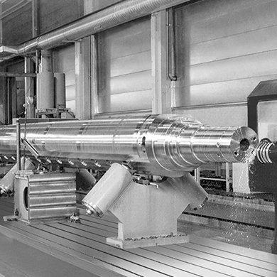 Модель FP - Обработка цилиндрических компонентов большой длины - Компания SORALUCE